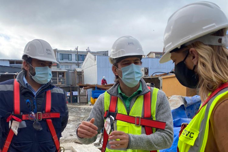 Autoridades regionales de la CChC visitan obras de Mall Paseo Valdivia